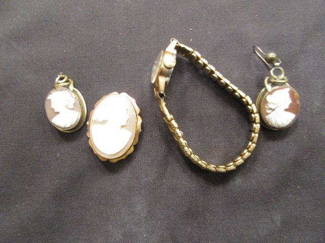 A bag containing yellow metal brooches, wrist watch etc.