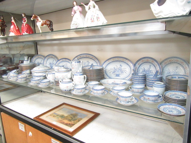 A ten place setting of Chinese rice pattern table ware CONDITION REPORT: No apparent