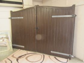 A pair of substantial driveway gates, total width 264cm CONDITION REPORT: Some wear,