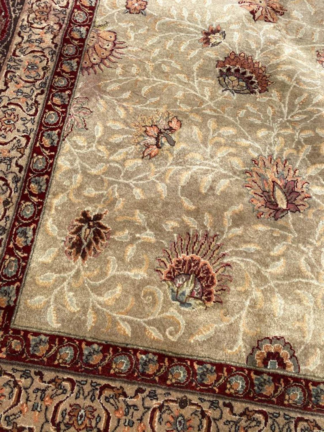 FINE HEREKE DESIGN CARPET, 560cm x 353cm. - Image 2 of 4