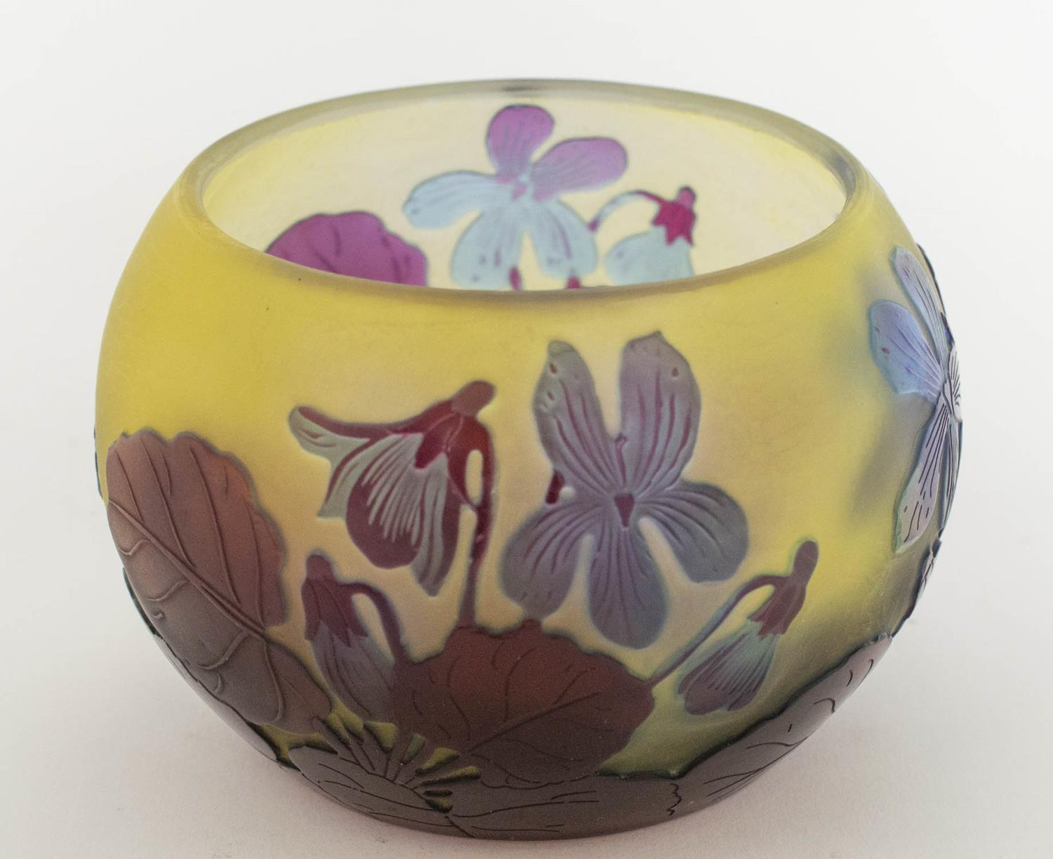 BOWL, Emile Galle Cameo glass, having subtle light blue and amethyst tones with foliate pattern, 8cm - Image 4 of 6