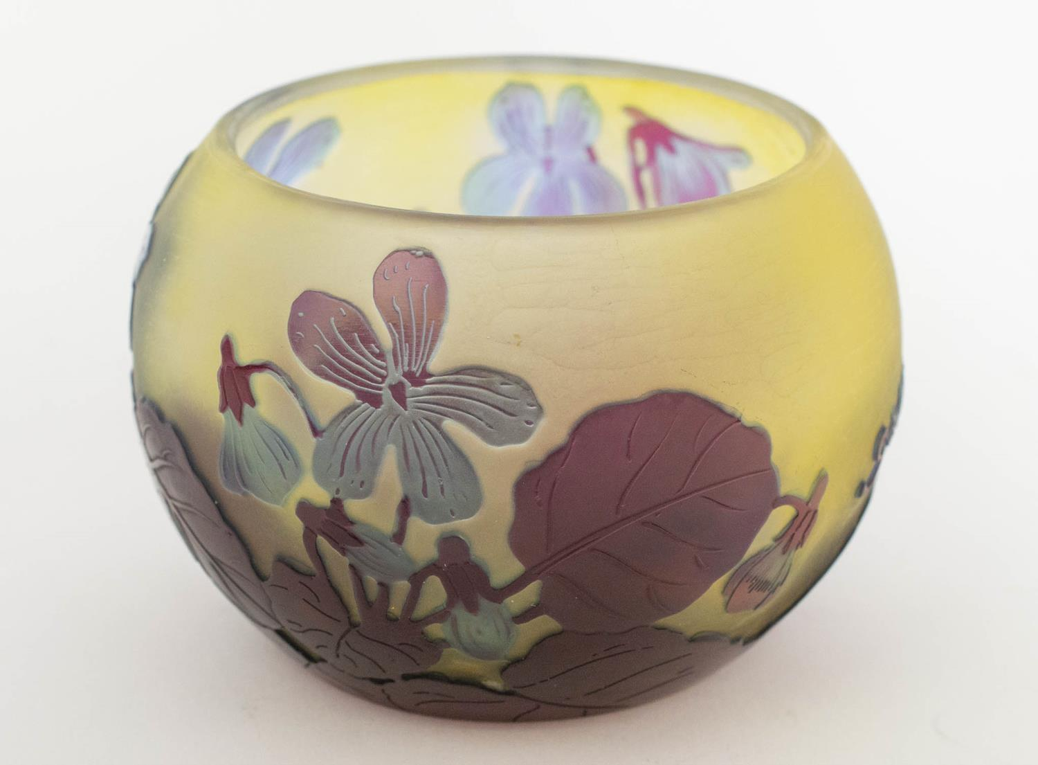 BOWL, Emile Galle Cameo glass, having subtle light blue and amethyst tones with foliate pattern, 8cm - Image 2 of 6