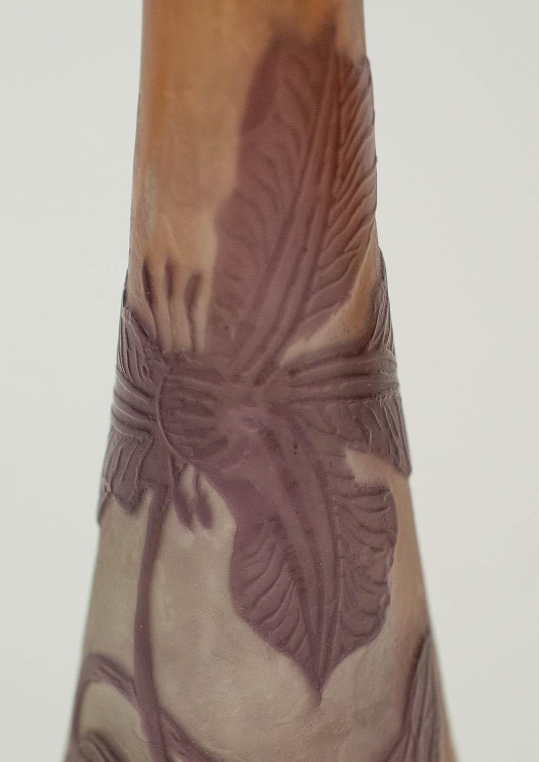 VASE, Emile Galle cameo glass, amethyst with flowering clematis on frosted ground, 15cm H. - Image 5 of 6
