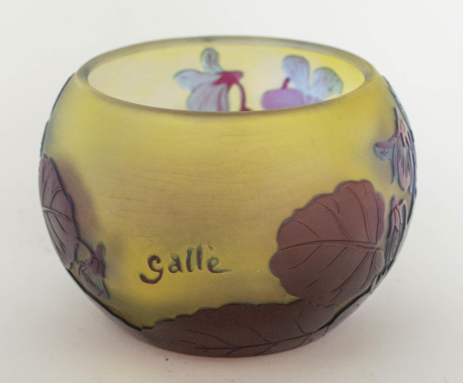 BOWL, Emile Galle Cameo glass, having subtle light blue and amethyst tones with foliate pattern, 8cm - Image 3 of 6