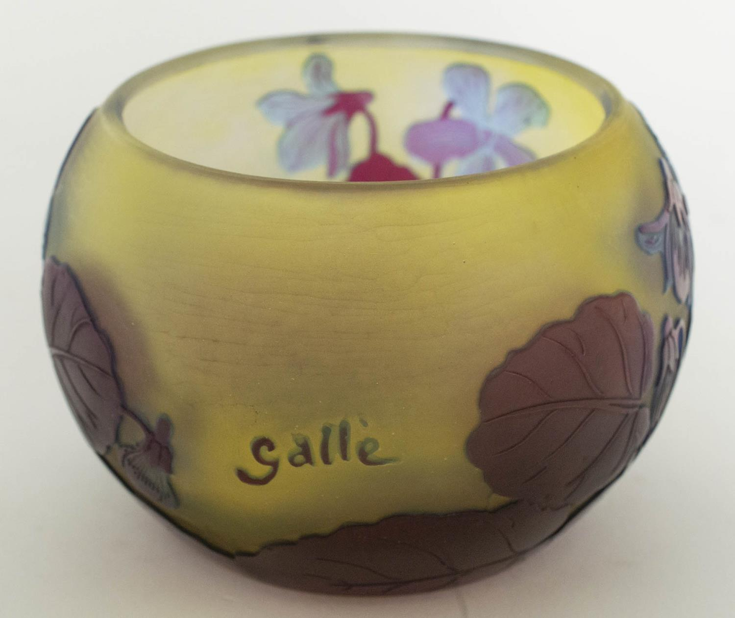 BOWL, Emile Galle Cameo glass, having subtle light blue and amethyst tones with foliate pattern, 8cm - Image 5 of 6
