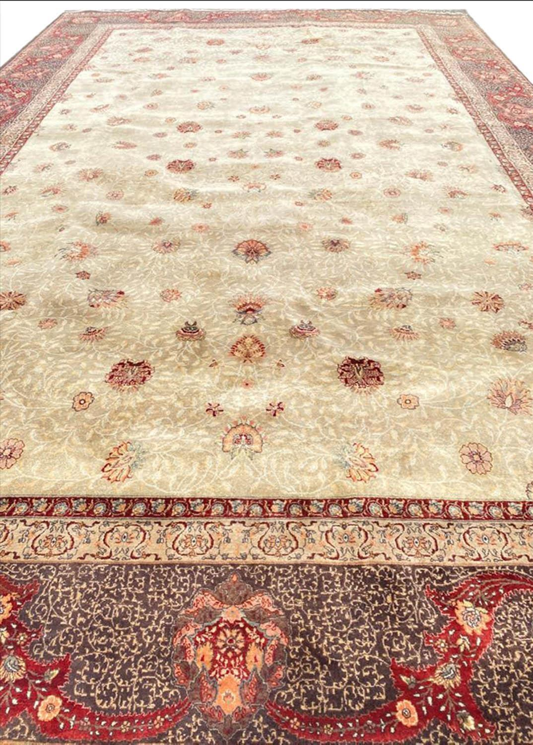 FINE HEREKE DESIGN CARPET, 560cm x 353cm. - Image 3 of 4
