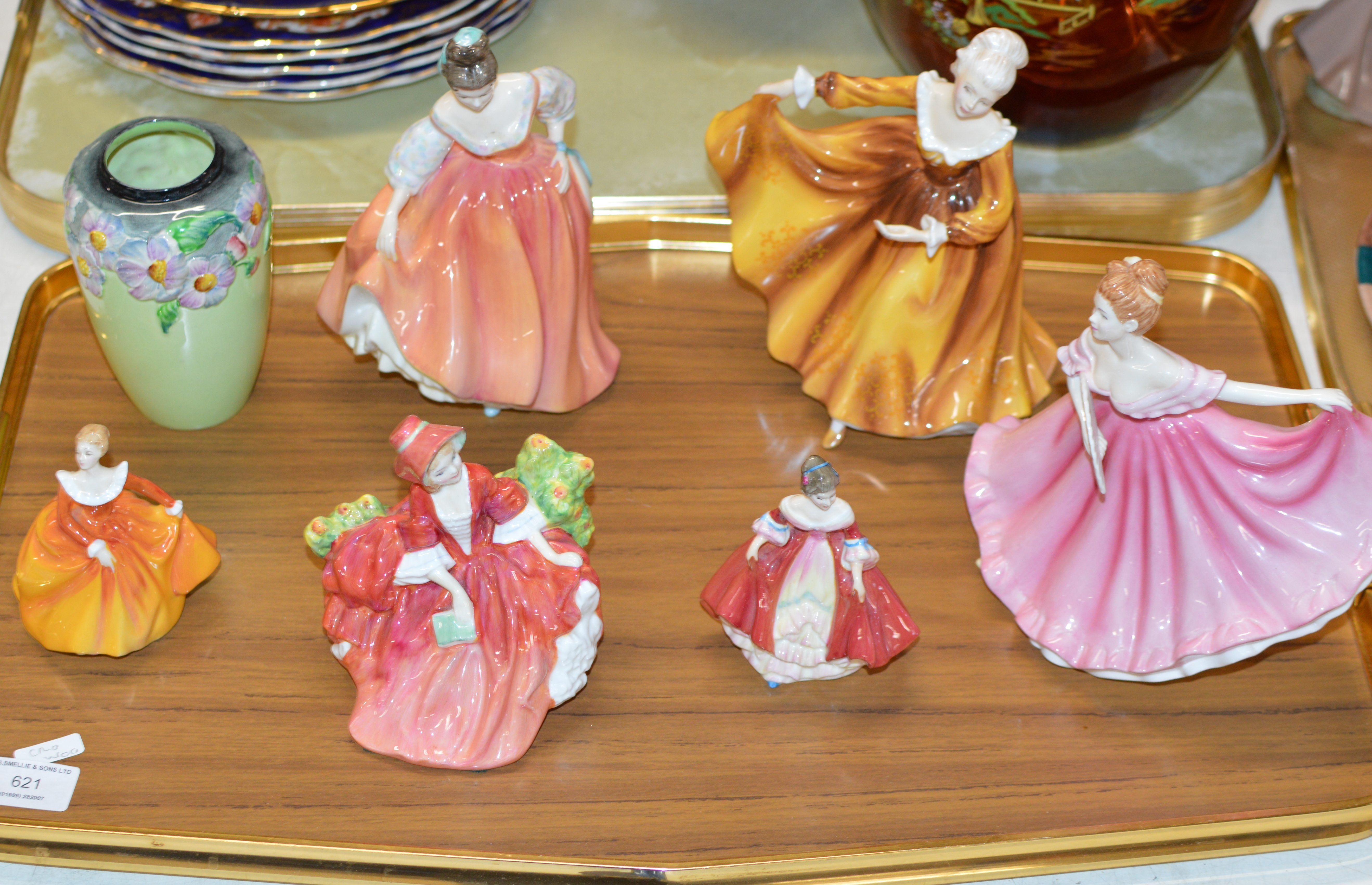 TRAY WITH SMALL CARLTON WARE VASE & 6 VARIOUS DOULTON FIGURINES