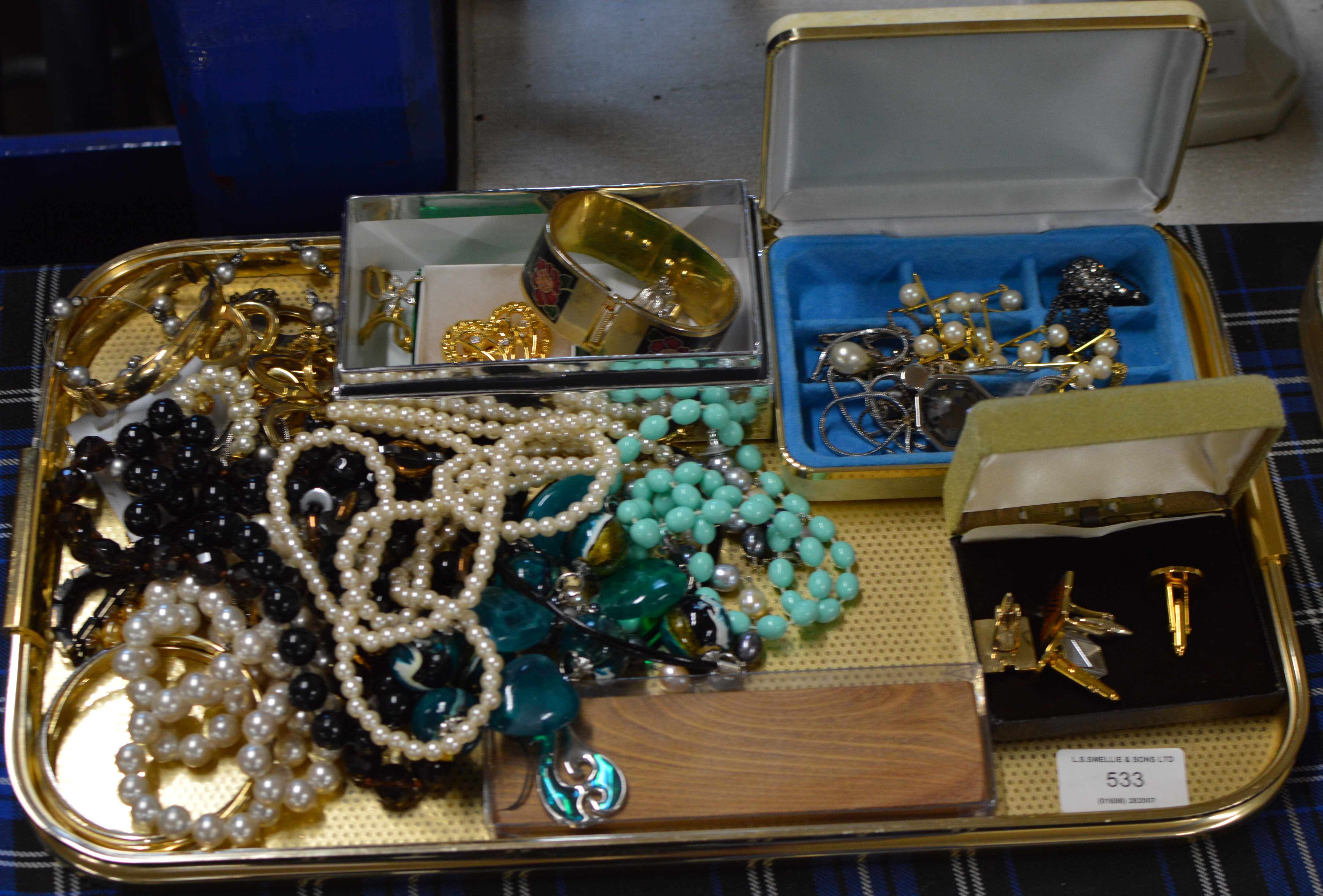 TRAY WITH ASSORTED COSTUME JEWELLERY, YELLOW METAL BANGLES, VARIOUS FAUX PEARLS, BEADS, CUFFLINKS