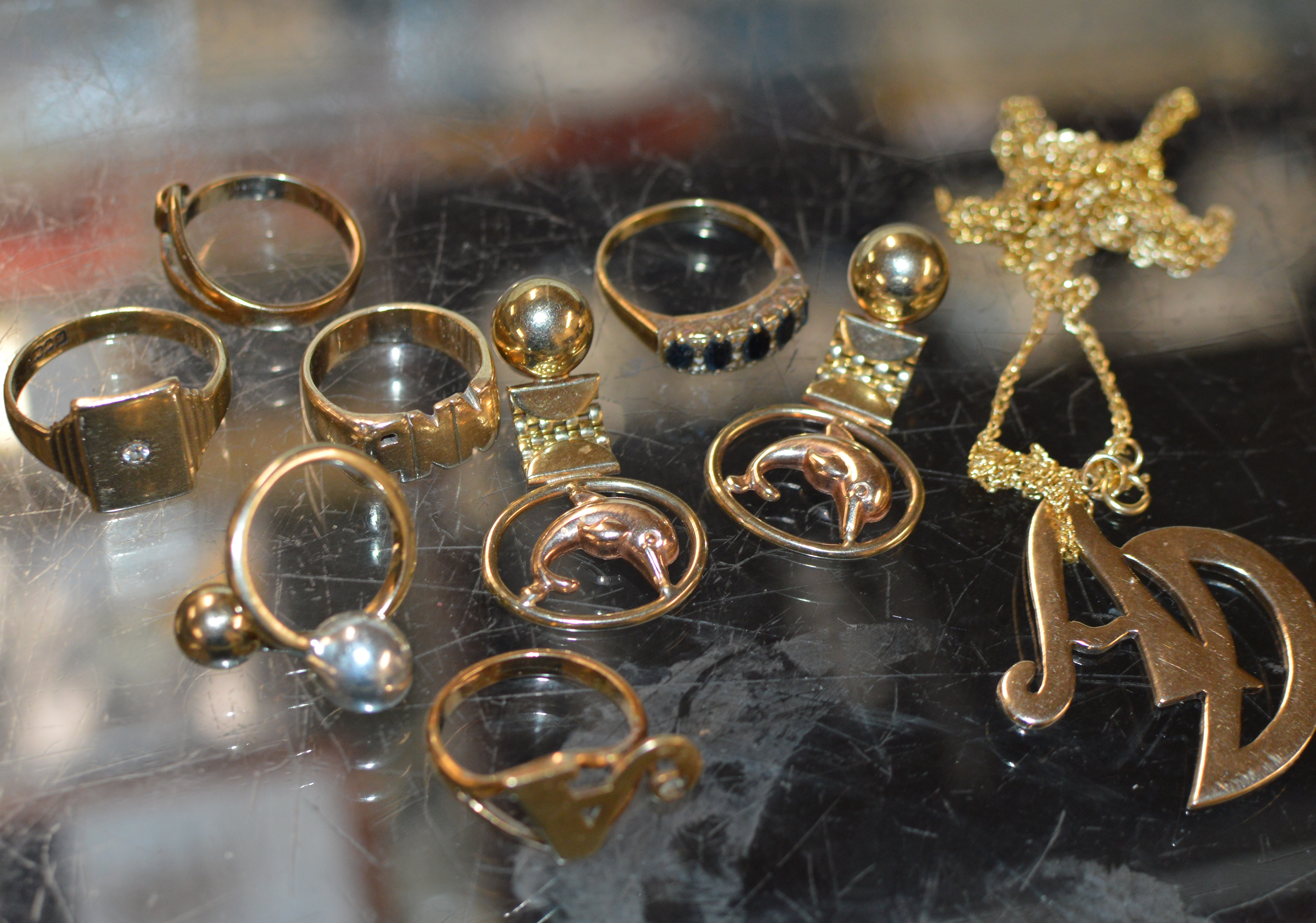 ASSORTED 9 CARAT GOLD JEWELLERY - APPROXIMATE WEIGHT = 45 GRAMS