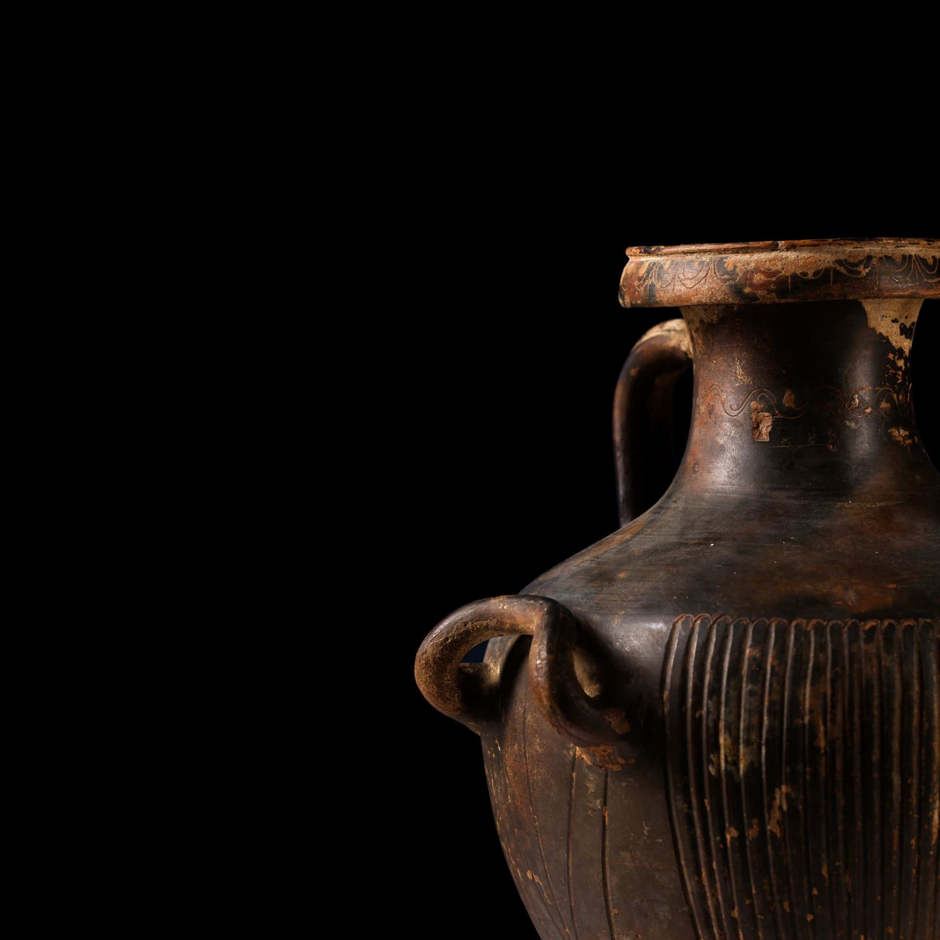 GNATHIAN WARE HYDRIA SOUTHERN ITALY, C. 3RD CENTURY B.C. - Image 4 of 4