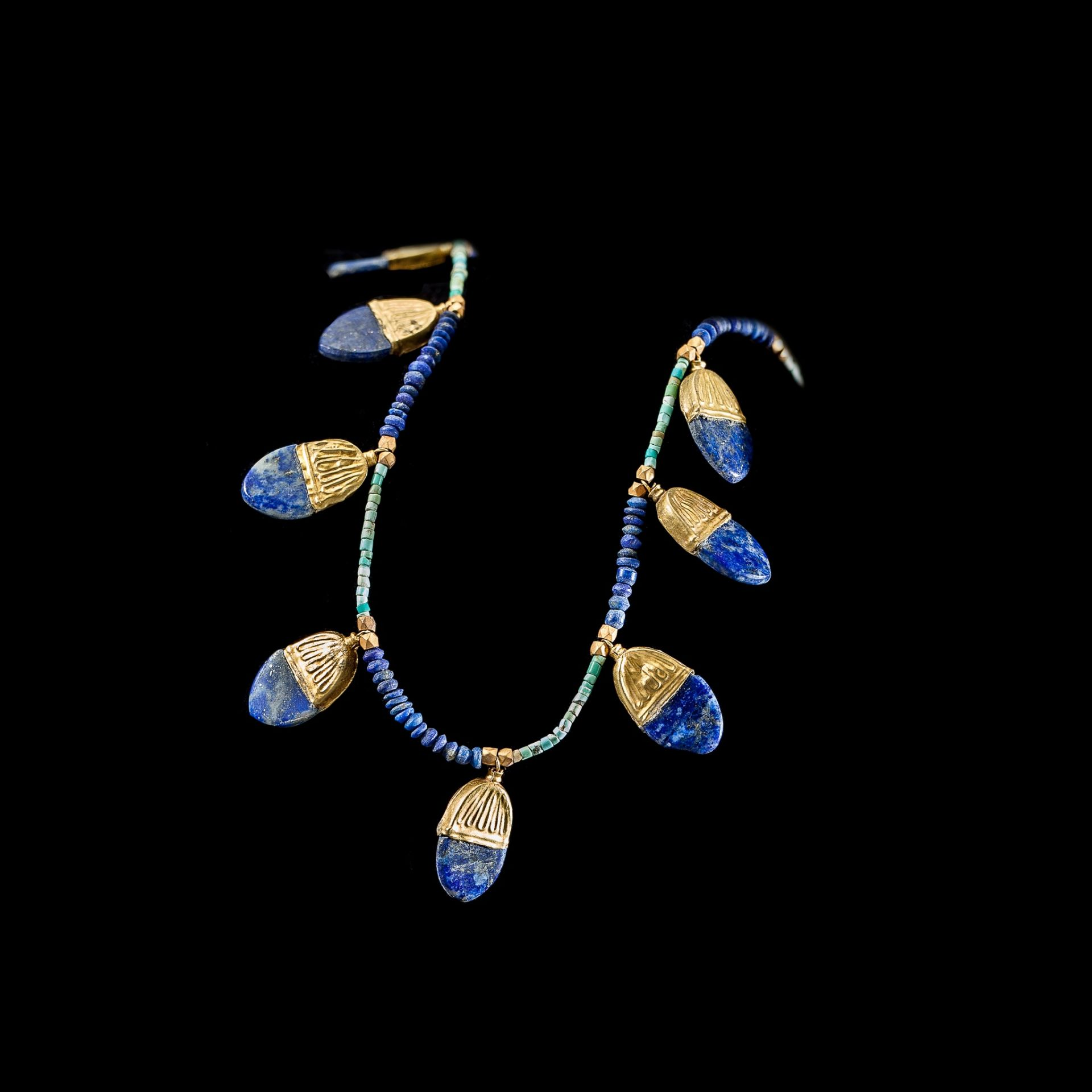 WESTERN ASIATIC LAPIS NECKLACE WITH GOLD PENDANTS NEAR EAST, 1ST MILLENNIUM B.C. - Image 2 of 3