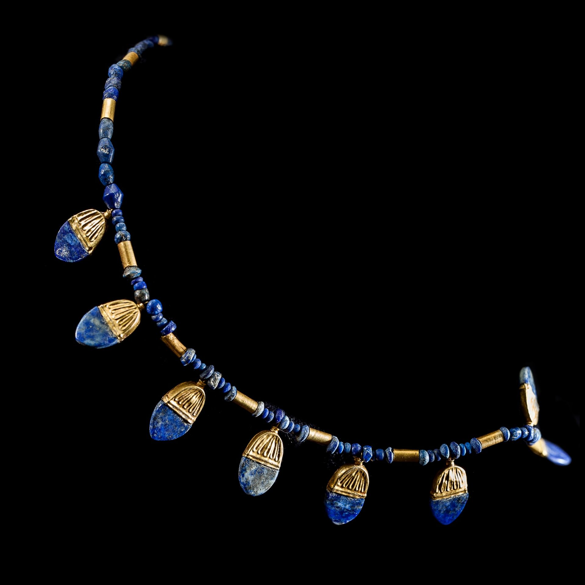 WESTERN ASIATIC LAPIS NECKLACE WITH GOLD PENDANTS NEAR EAST, 1ST MILLENNIUM B.C. - Image 3 of 3