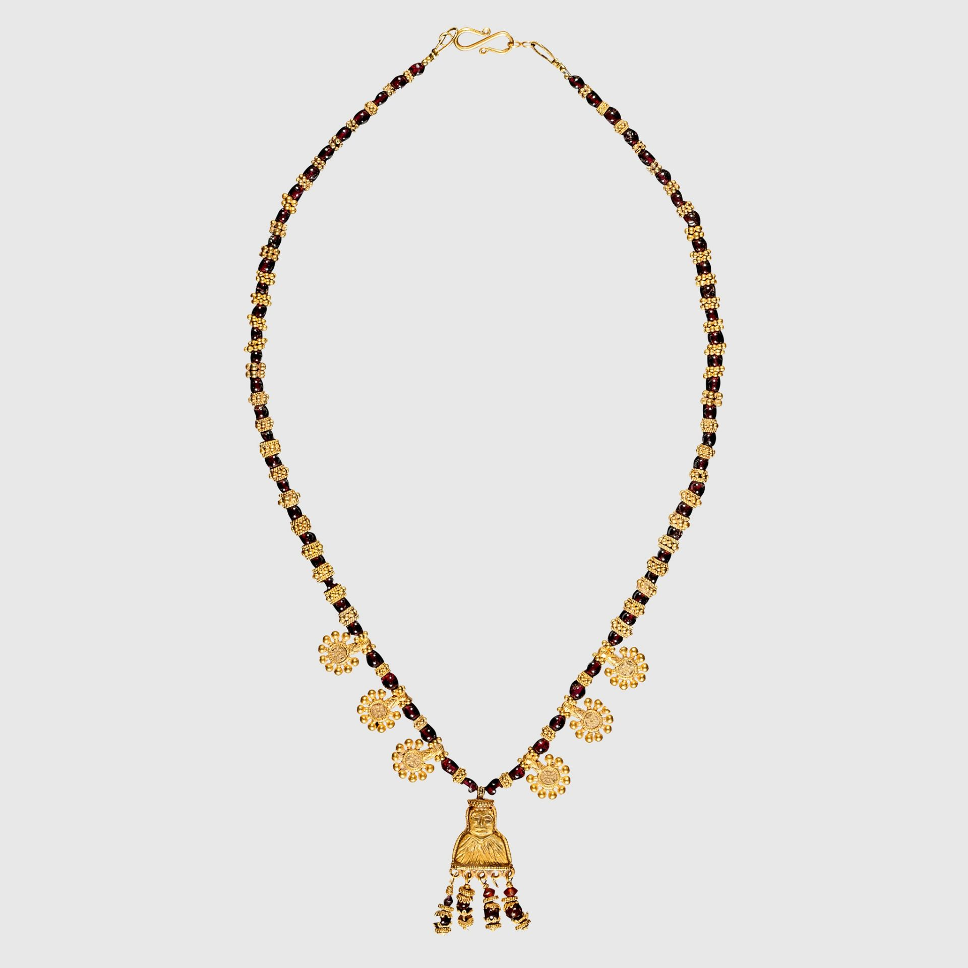ANCIENT ARABIAN GOLD NECKLACE WITH FEMALE FIGURE PENDANT, LIKELY SABEAN SOUTHERN ARABIA, C. 5TH -