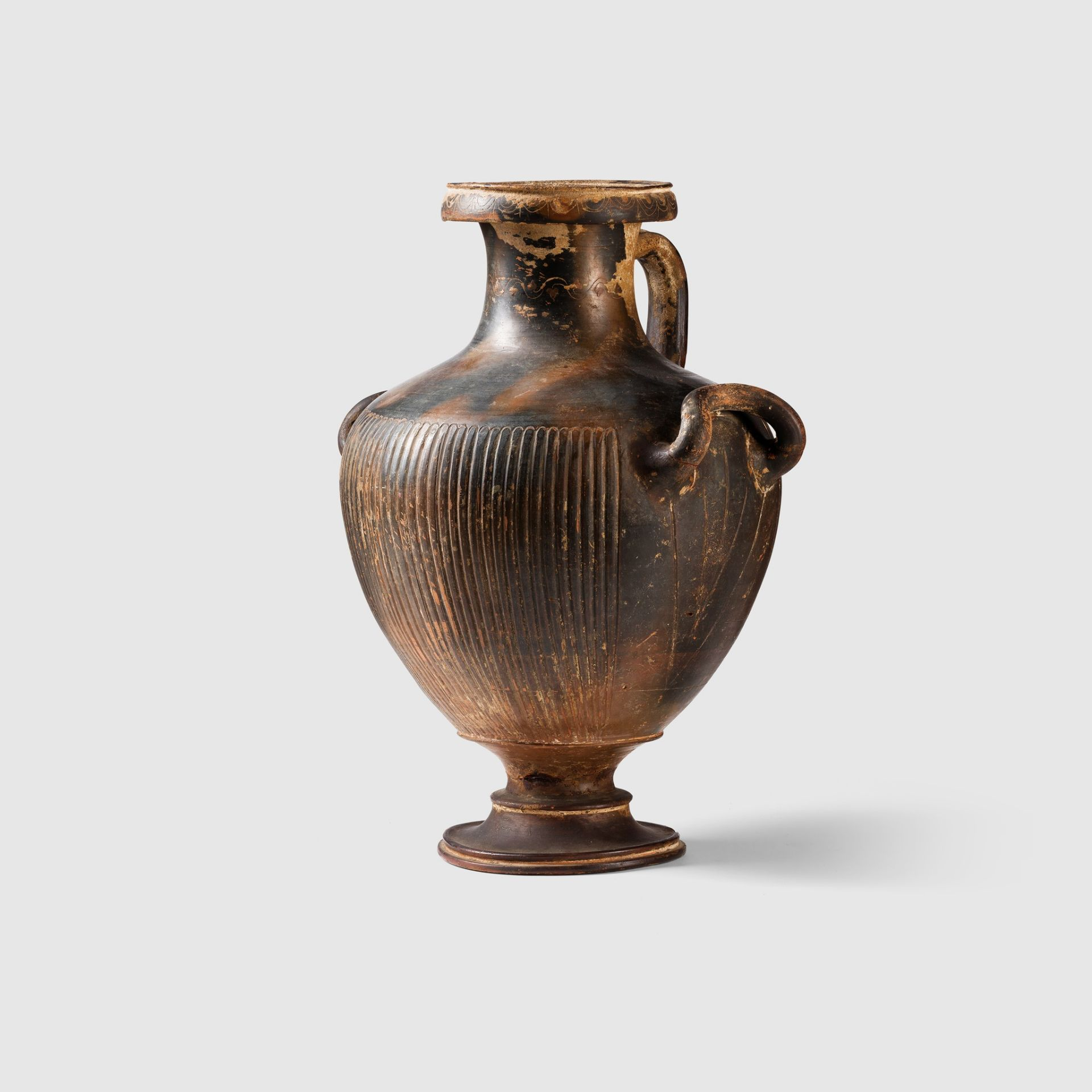 GNATHIAN WARE HYDRIA SOUTHERN ITALY, C. 3RD CENTURY B.C. - Image 2 of 4