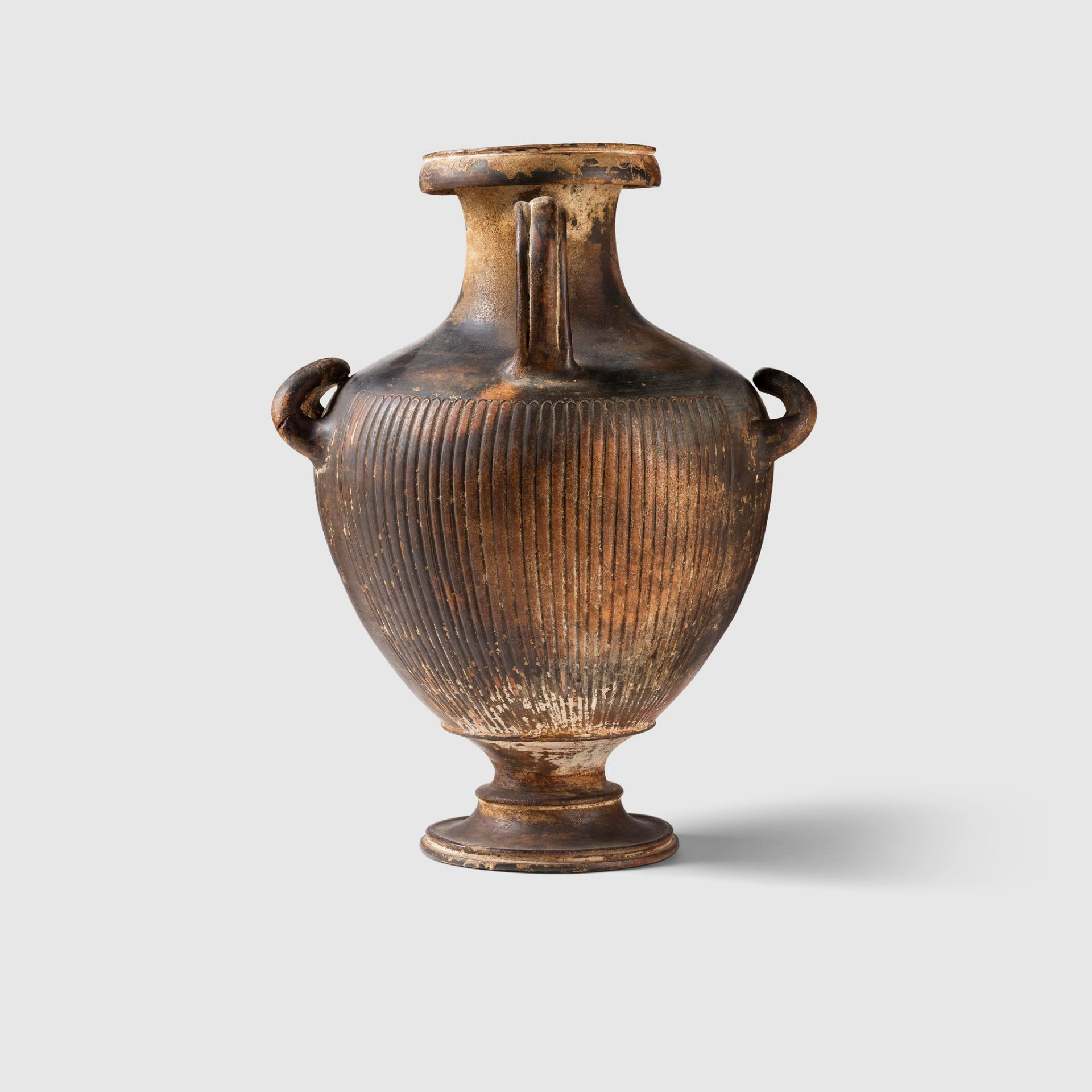 GNATHIAN WARE HYDRIA SOUTHERN ITALY, C. 3RD CENTURY B.C. - Image 3 of 4