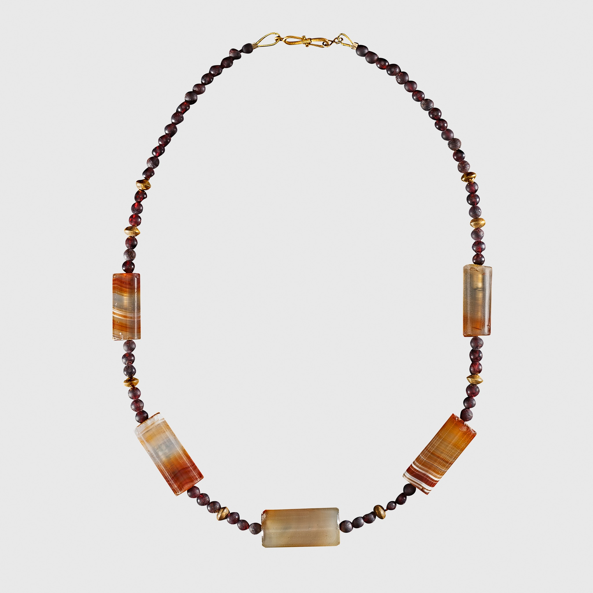 HELLENISTIC GARNET, AGATE AND GOLD BEAD NECKLACE EASTERN MEDITERRANEAN, 3RD - 1ST CENTURY B.C.