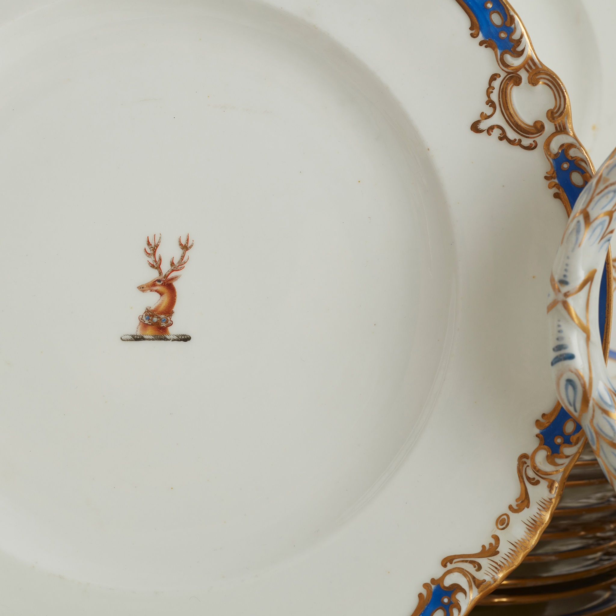 EXTENSIVE ENGLISH PORCELAIN PART DINNER SERVICE, BEARING THE FAMILY CREST FOR LLOYD EARLY 19TH - Image 2 of 2