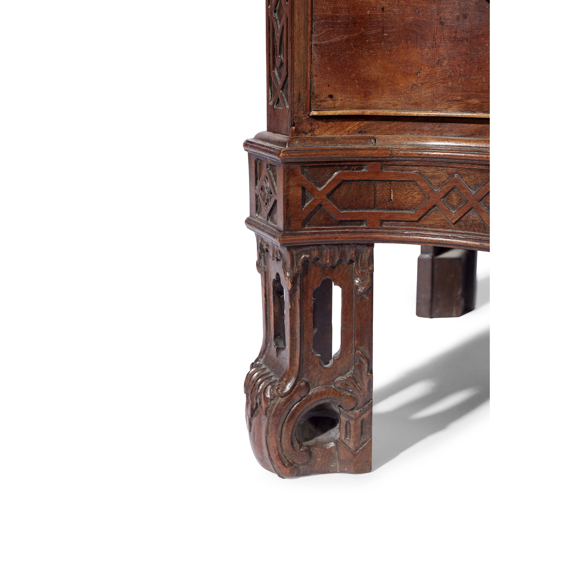 GEORGE III SERPENTINE CHEST OF DRAWERS MID 18TH CENTURY AND LATER - Image 4 of 6