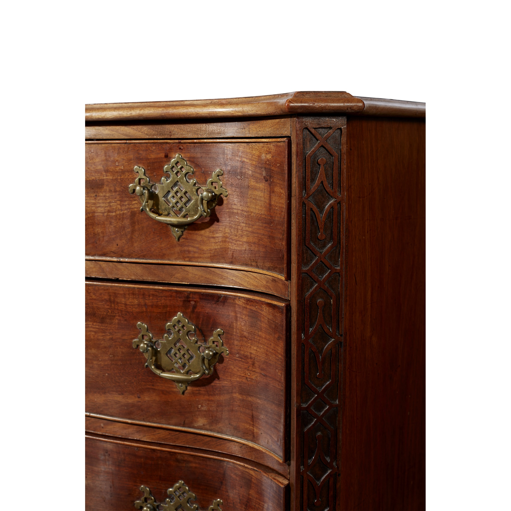GEORGE III SERPENTINE CHEST OF DRAWERS MID 18TH CENTURY AND LATER - Image 2 of 6