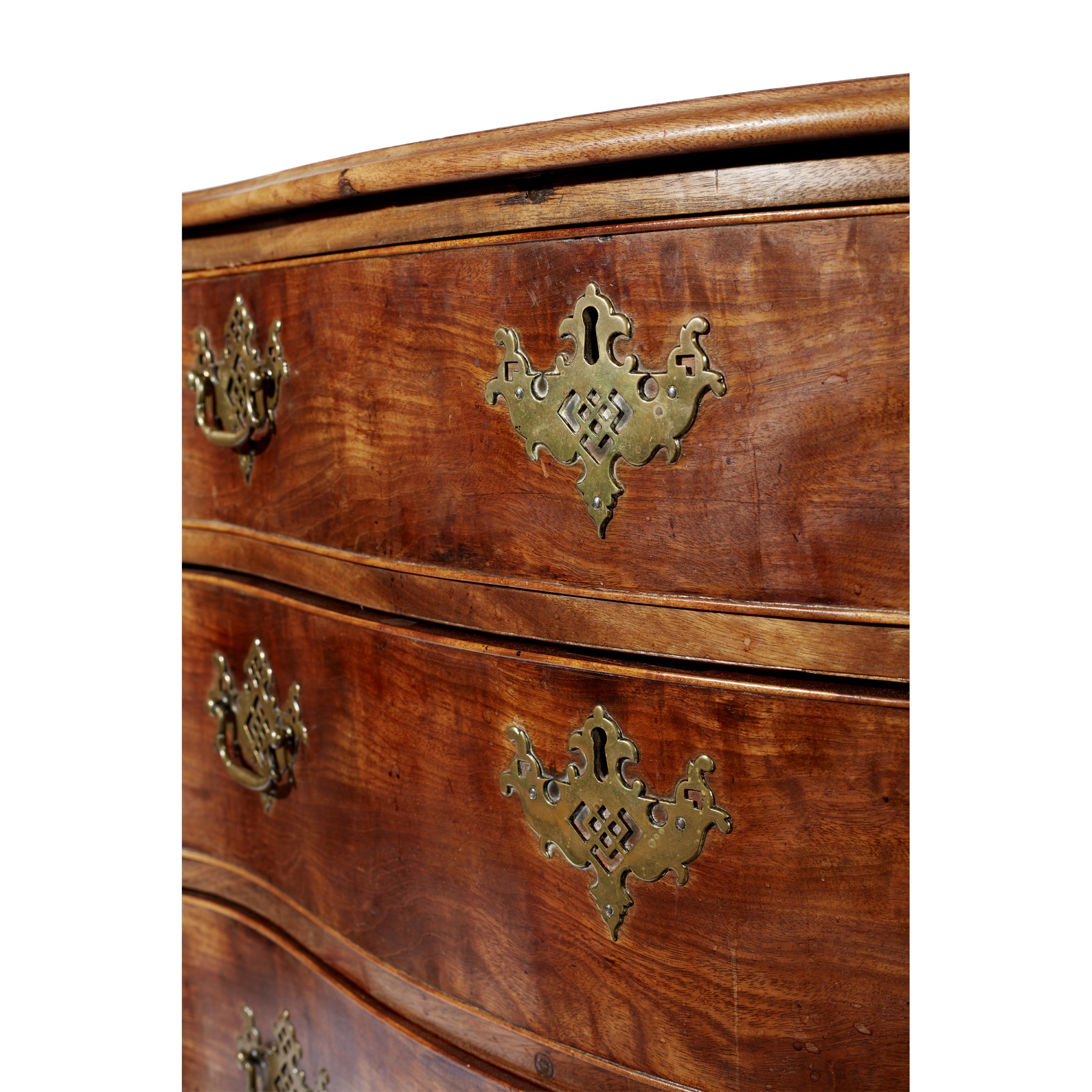 GEORGE III SERPENTINE CHEST OF DRAWERS MID 18TH CENTURY AND LATER - Image 3 of 6