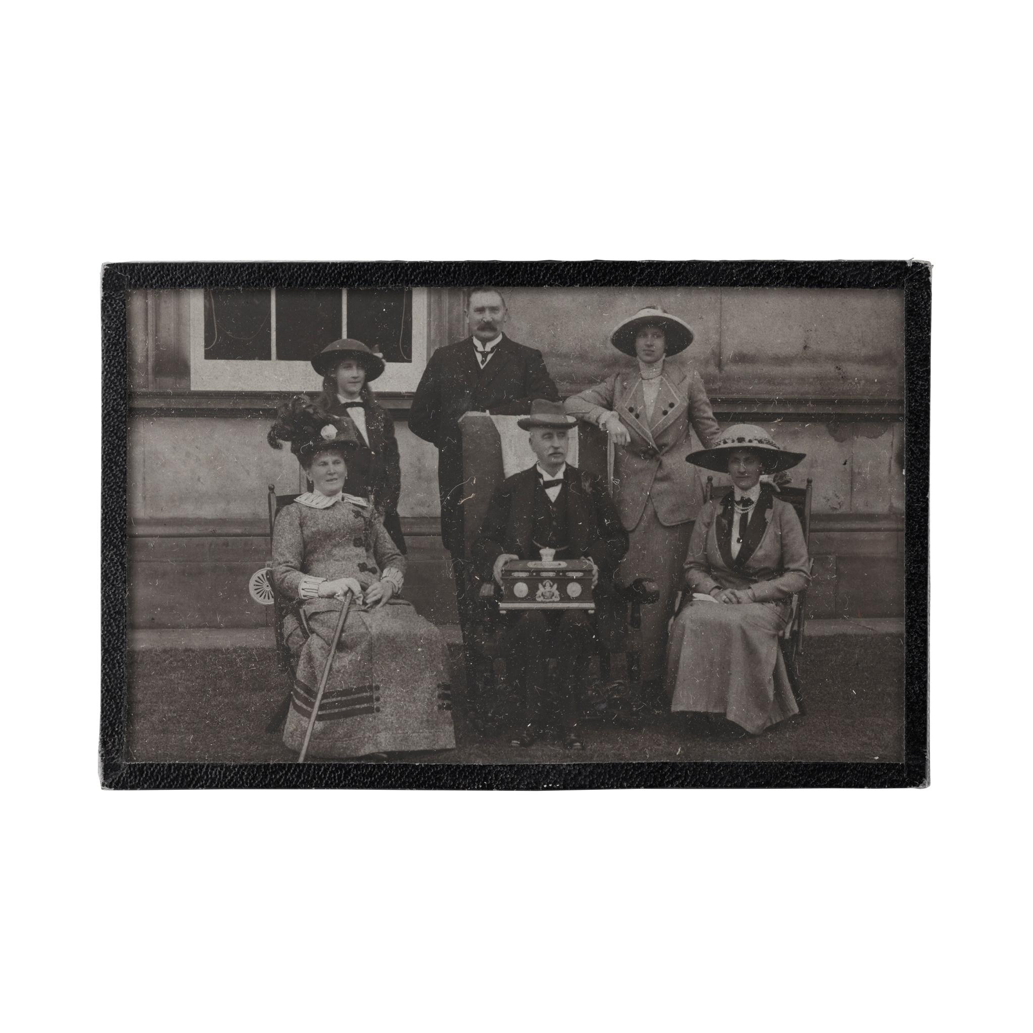 A GEORGE V DUCAL PRESENTATION BOX WILLIAM HAMILTON & SONS, EDINBURGH 1911 - Image 6 of 6