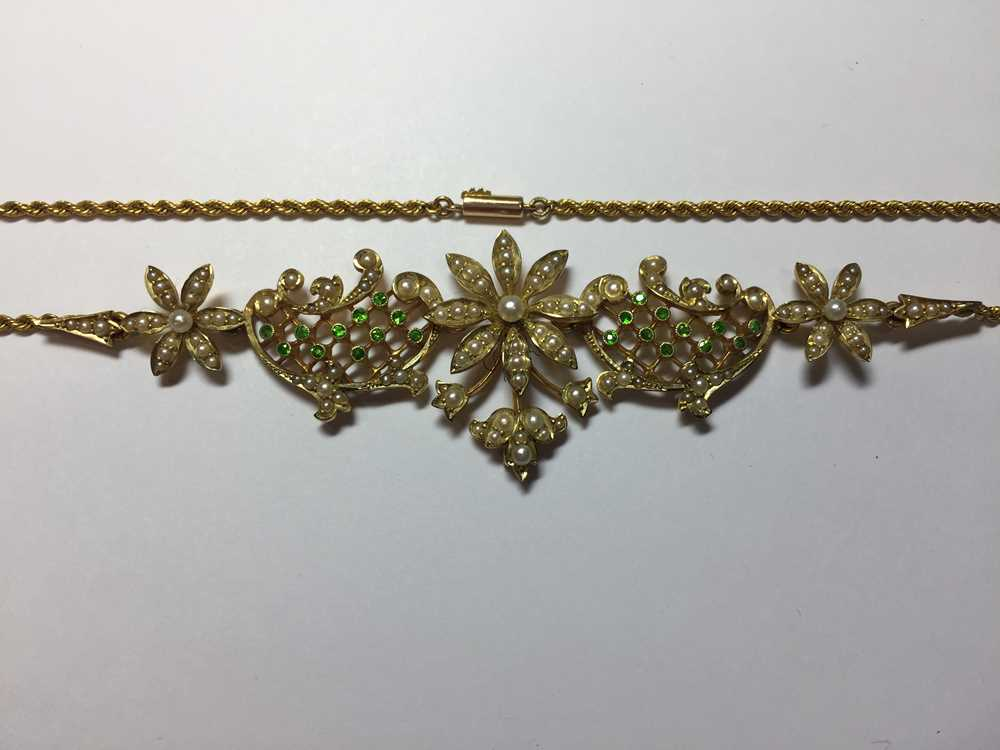 A late Victorian pearl and demantoid garnet necklace - Image 3 of 7
