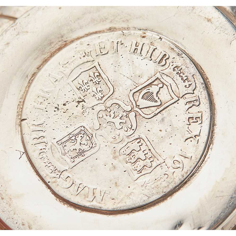 A Victorian twin-handled porringer - Image 4 of 4