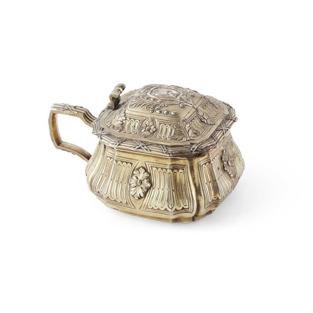 An early 19th century gilt mustard pot and cover