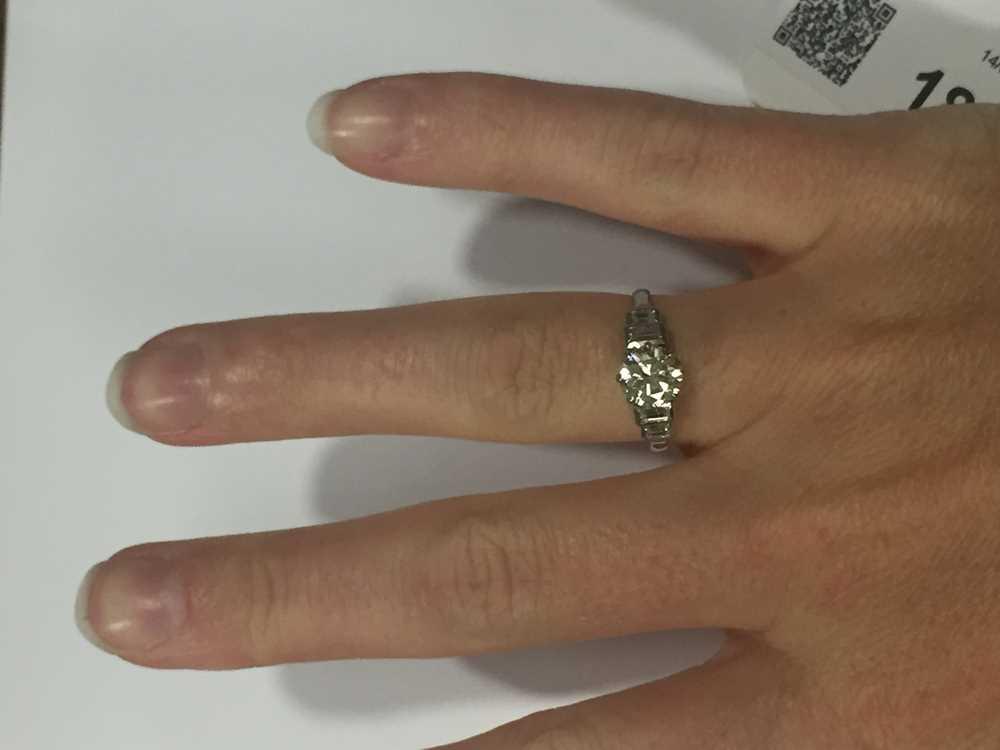A single stone diamond ring - Image 3 of 7