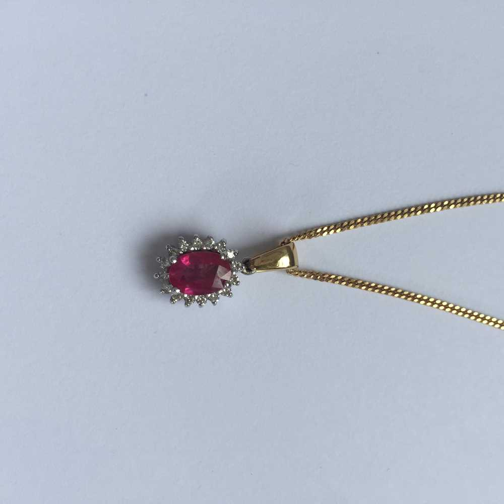 A pink sapphire and diamond pendant necklace - Image 9 of 17