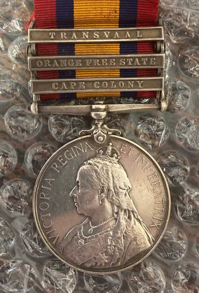 A collection of mixed war and service medals - Image 6 of 10