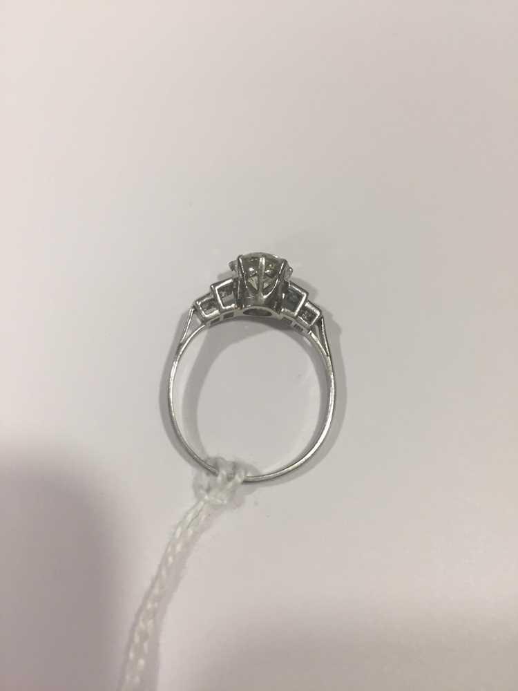 A single stone diamond ring - Image 2 of 7