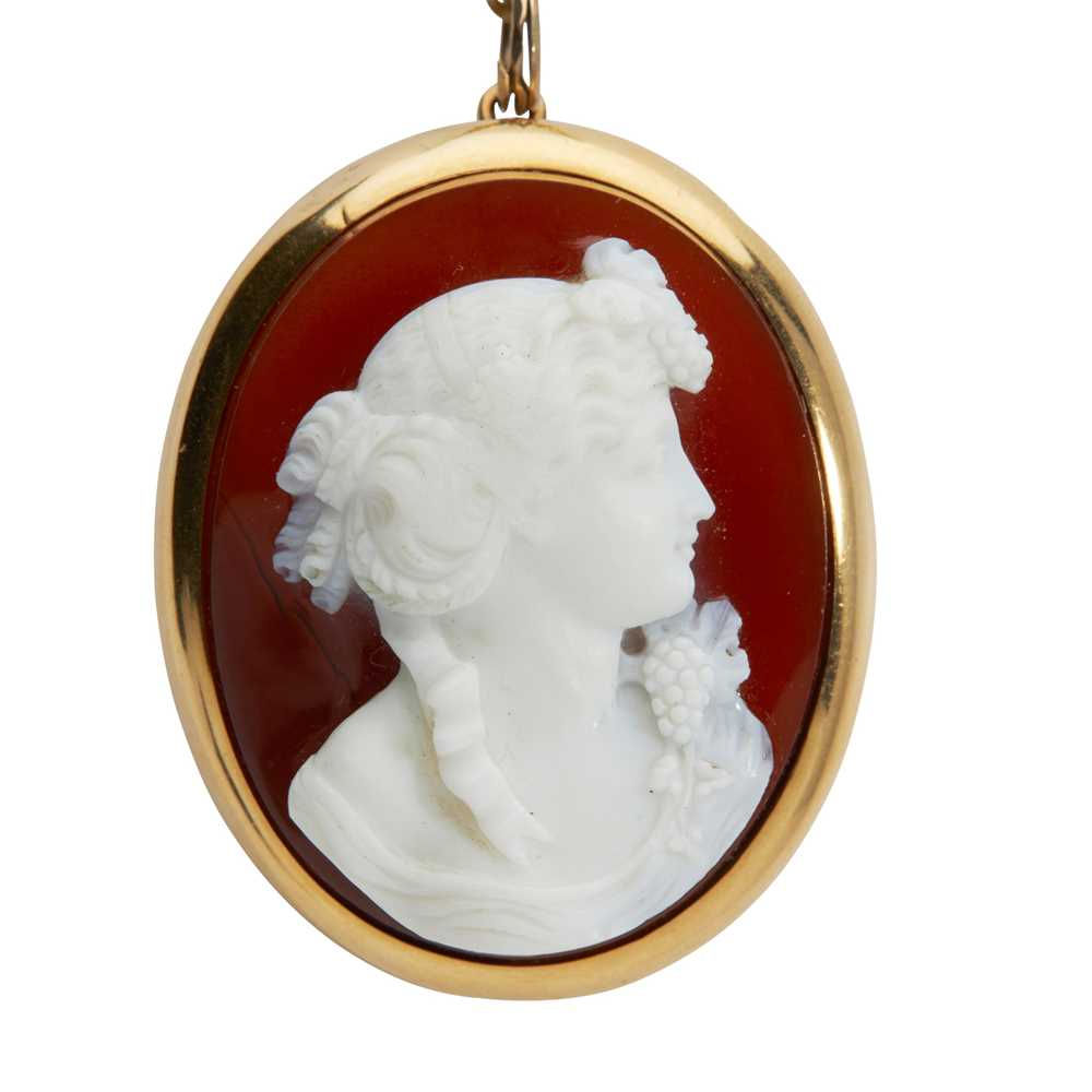 A hardstone cameo brooch - Image 2 of 2