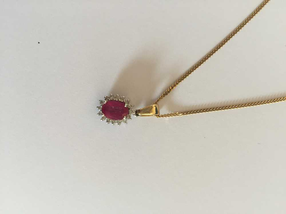 A pink sapphire and diamond pendant necklace - Image 3 of 17