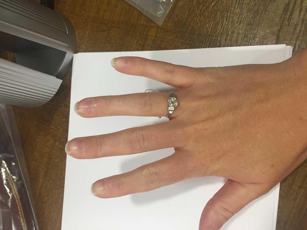 A single stone diamond ring - Image 4 of 7