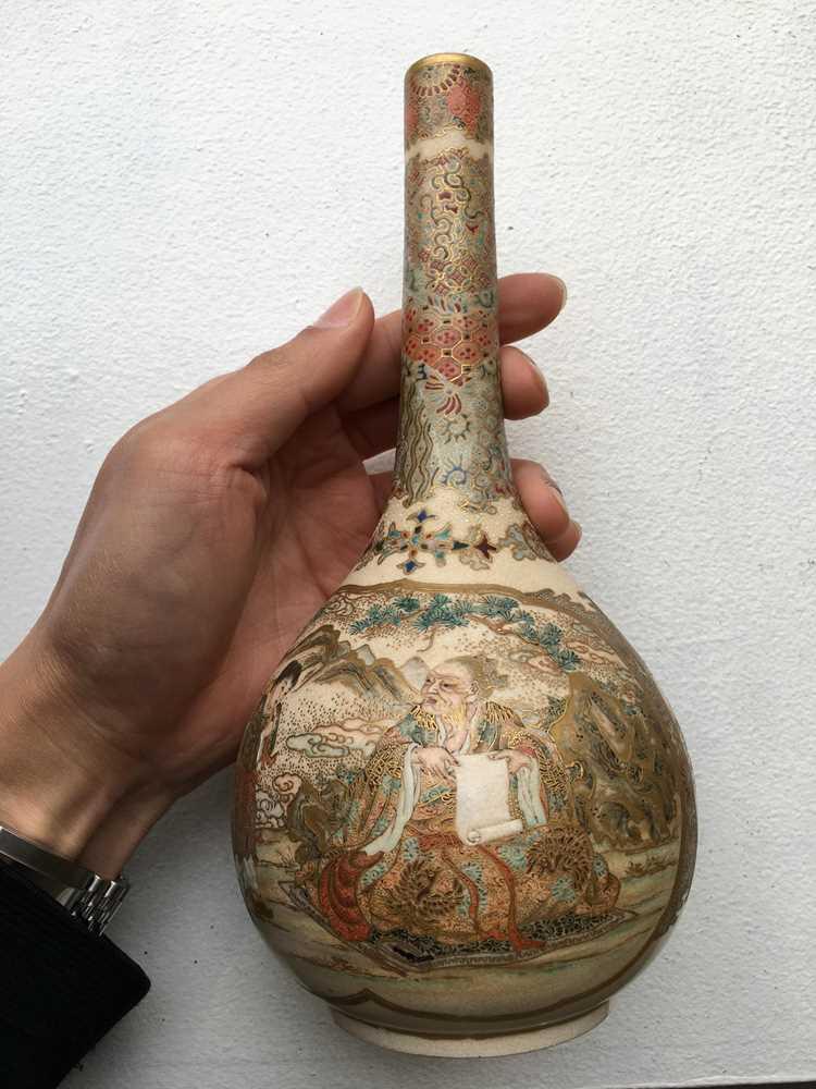 PAIR OF SATSUMA VASES MEIJI PERIOD - Image 11 of 17
