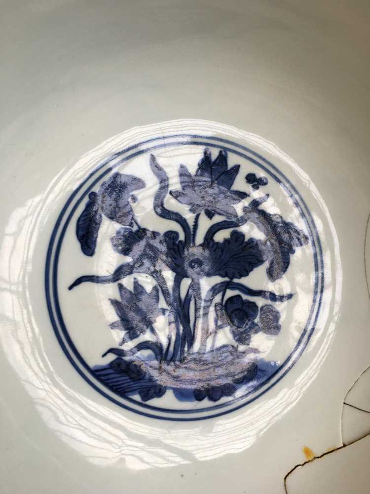 LARGE BLUE AND WHITE 'LOTUS' BOWL JIAJING MARK AND POSSIBLE OF KANGXI PERIOD - Image 24 of 30