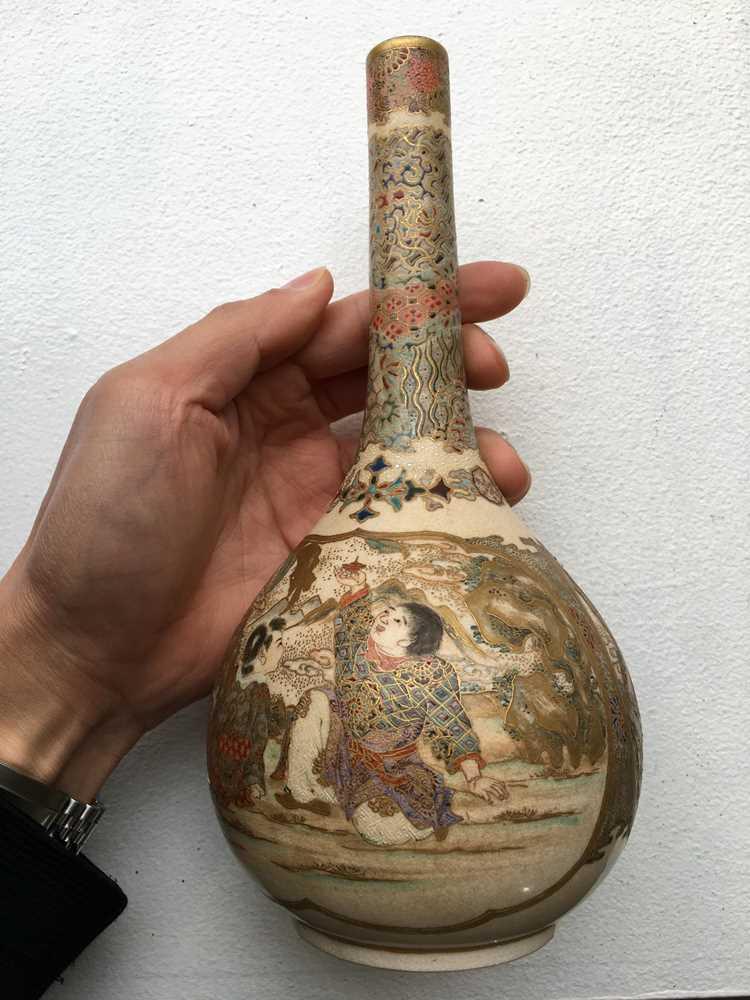 PAIR OF SATSUMA VASES MEIJI PERIOD - Image 9 of 17