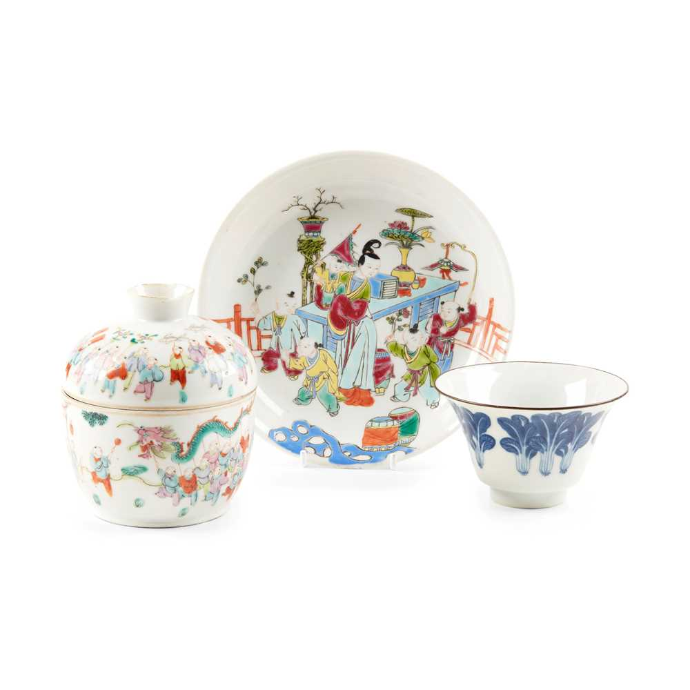 COLLECTION OF THREE PORCELAIN WARES LATE QING DYNASTY-REPUBLIC PERIOD, 19TH-20TH CENTURY