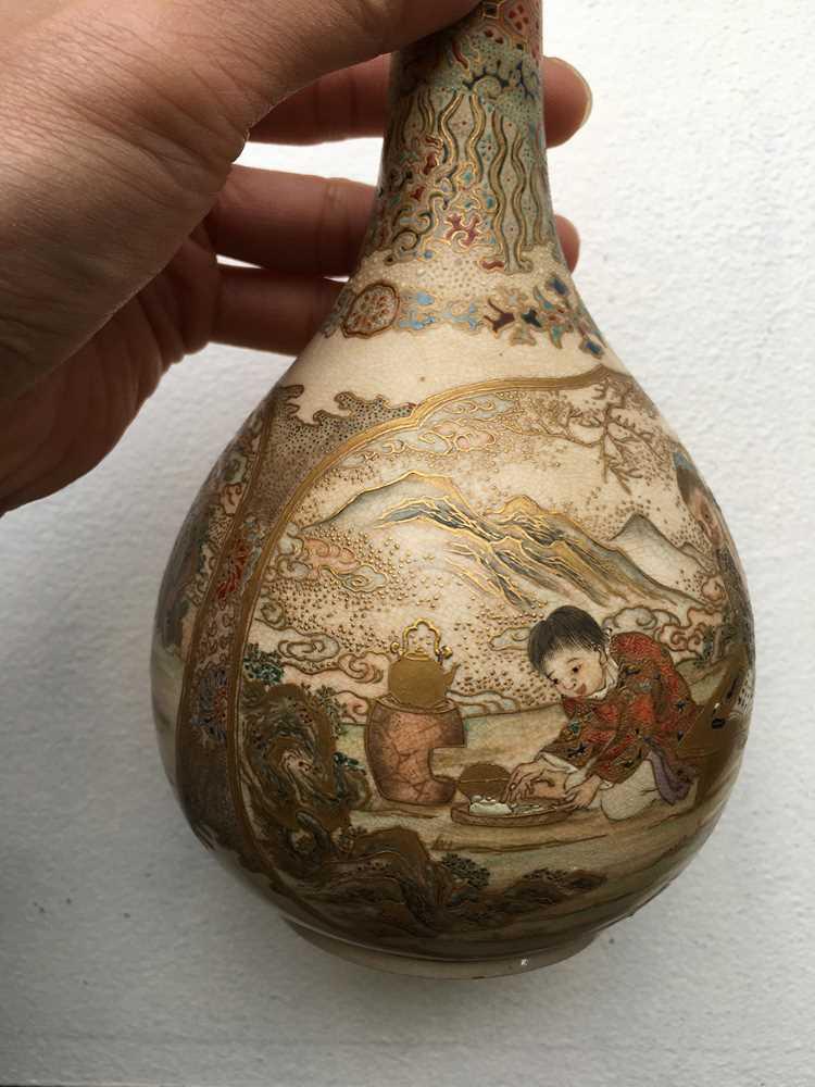 PAIR OF SATSUMA VASES MEIJI PERIOD - Image 6 of 17