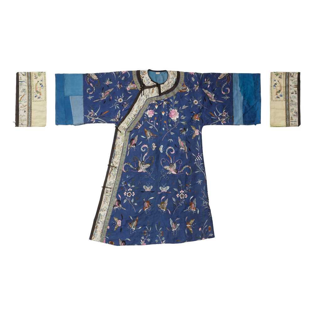 BLUE-GROUND SILK EMBROIDERED 'BUTTERFLY' LADY'S INFORMAL ROBE LATE QING DYNASTY-REPUBLIC PERIOD, 19