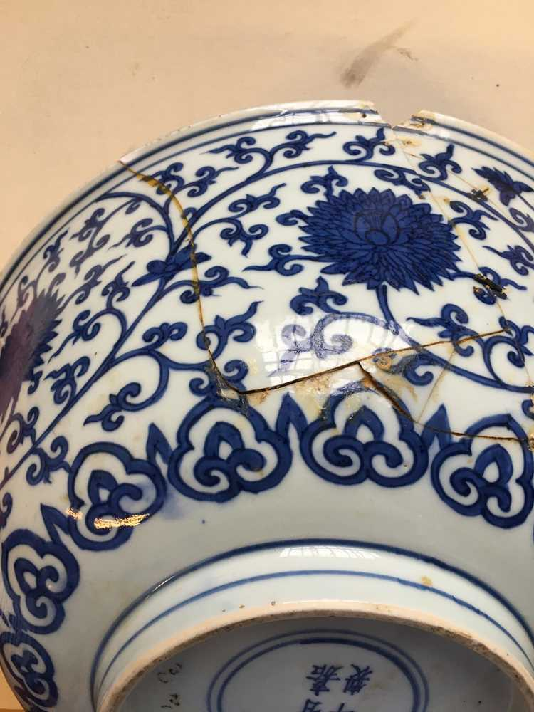 LARGE BLUE AND WHITE 'LOTUS' BOWL JIAJING MARK AND POSSIBLE OF KANGXI PERIOD - Image 8 of 30