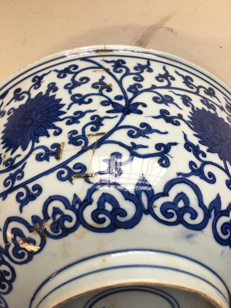 LARGE BLUE AND WHITE 'LOTUS' BOWL JIAJING MARK AND POSSIBLE OF KANGXI PERIOD - Image 20 of 30