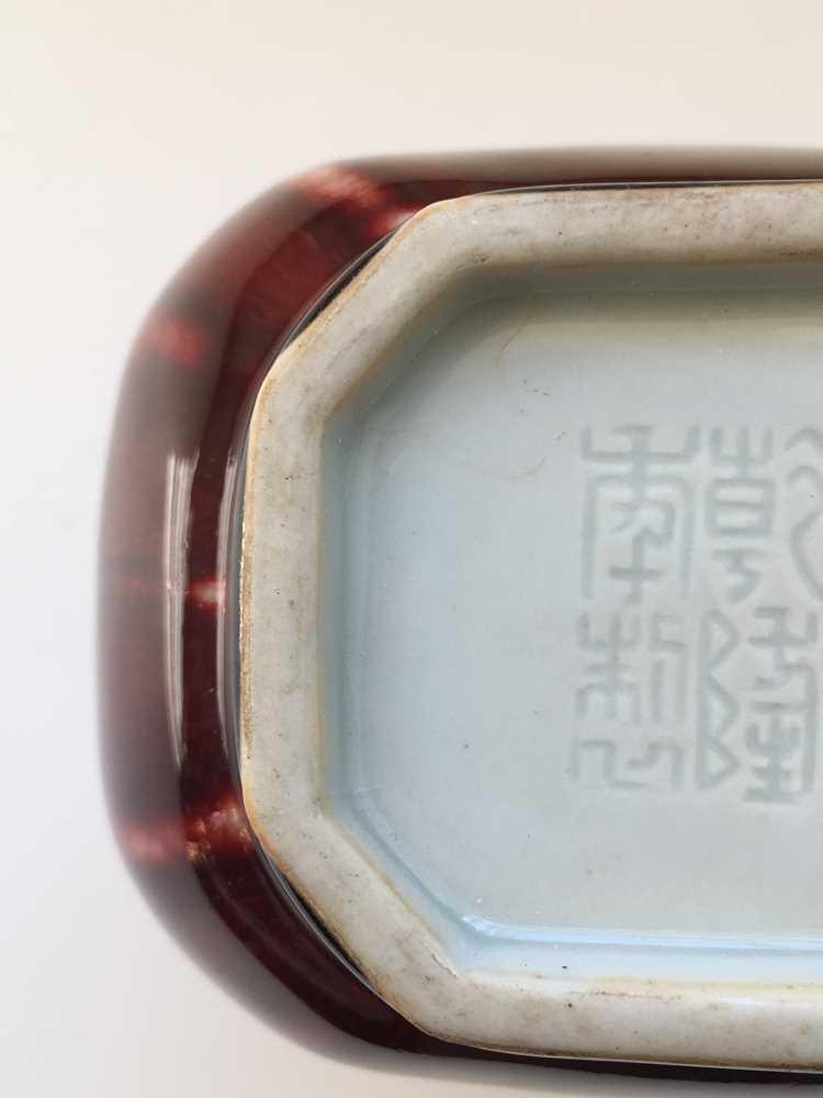 RED-GLAZED ARROW VASE QIANLONG MARK - Image 11 of 17