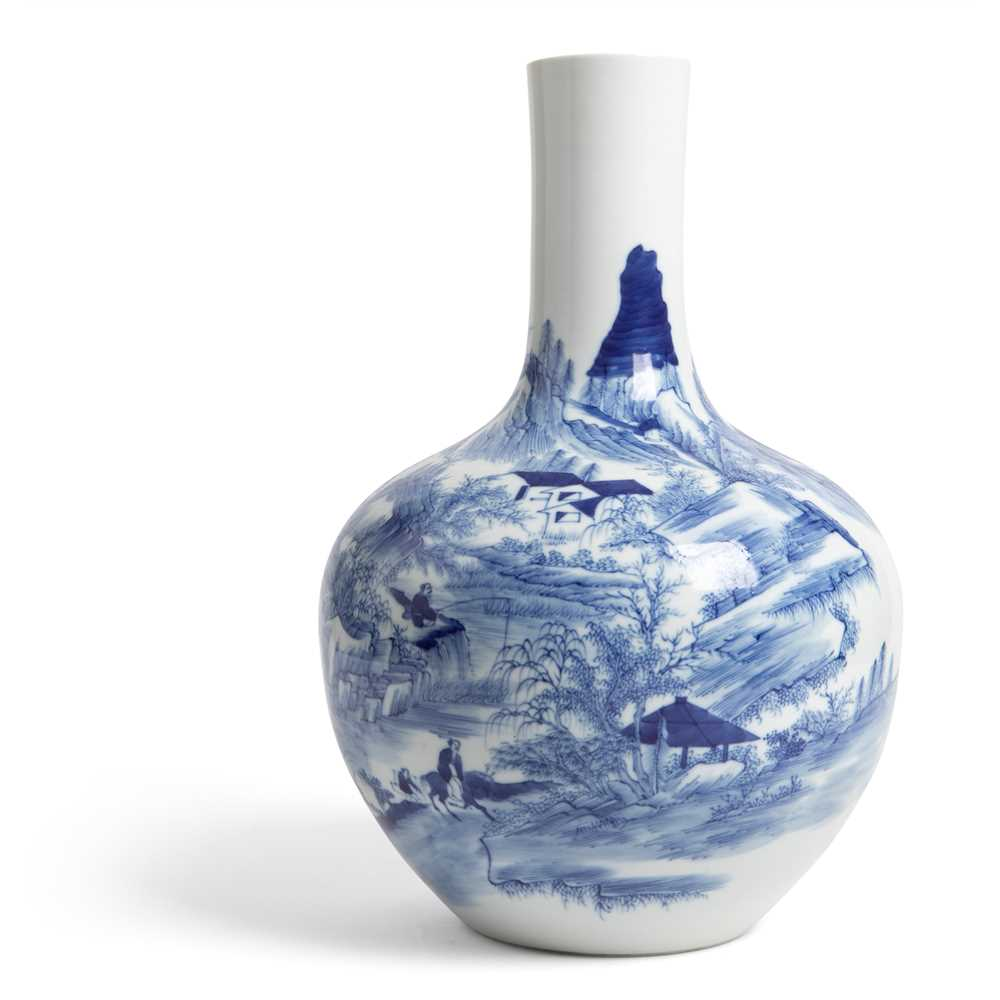 BLUE AND WHITE BOTTLE VASE 19TH-20TH CENTURY