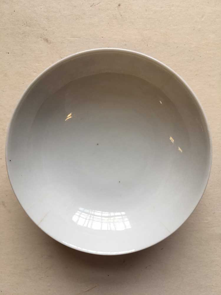 (A PRIVATE ENGLISH COLLECTION, LOT 117-125) FAMILLE ROSE EXPORT 'EUROPEAN SUBJECT' DISH QING DYNASTY - Image 19 of 25
