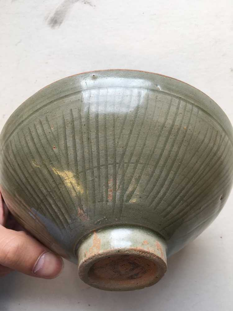 LONGQUAN CELADON-GLAZED TEA BOWL LATE NORTHERN SONG DYNASTY - Image 6 of 15