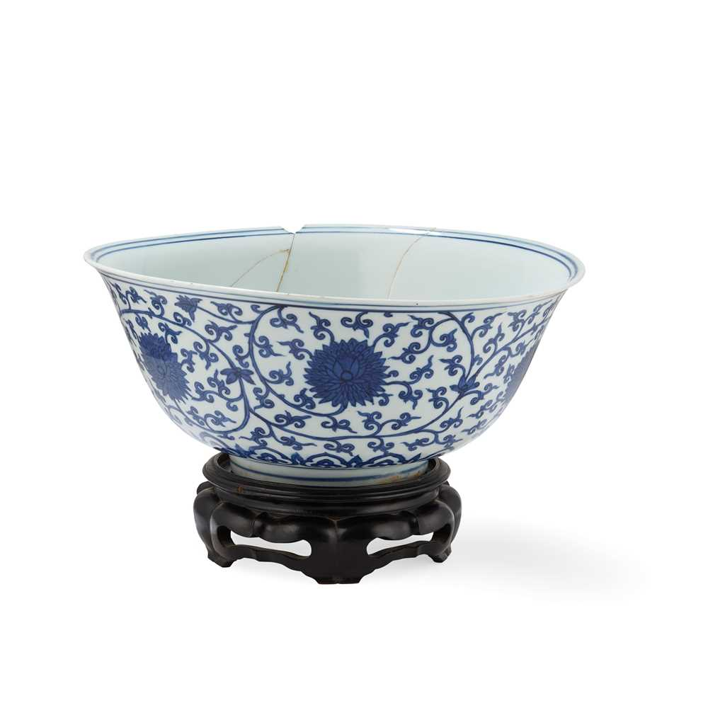 LARGE BLUE AND WHITE 'LOTUS' BOWL JIAJING MARK AND POSSIBLE OF KANGXI PERIOD - Image 2 of 30