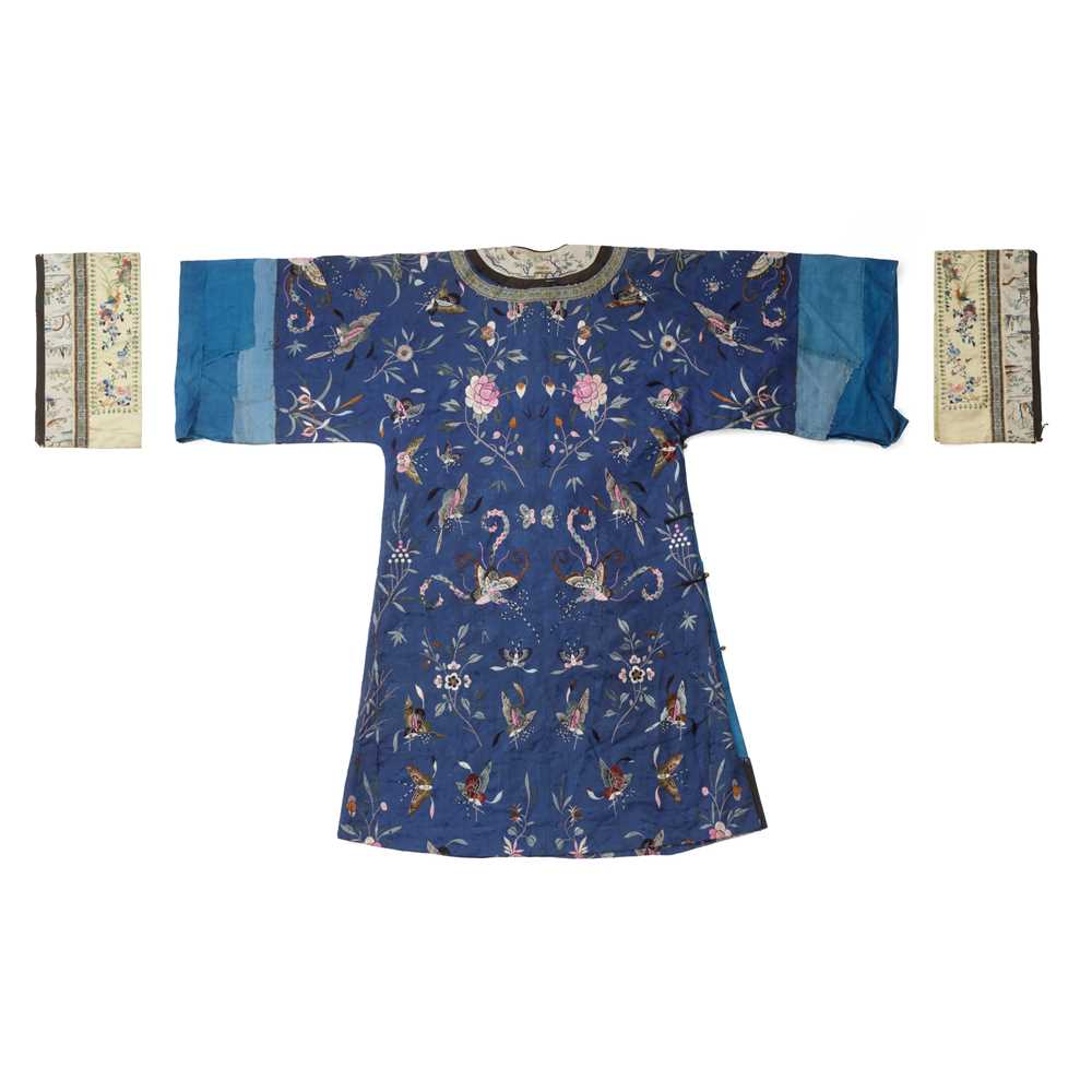 BLUE-GROUND SILK EMBROIDERED 'BUTTERFLY' LADY'S INFORMAL ROBE LATE QING DYNASTY-REPUBLIC PERIOD, 19 - Image 2 of 2