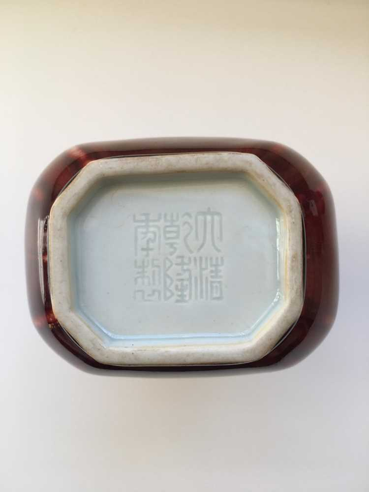 RED-GLAZED ARROW VASE QIANLONG MARK - Image 9 of 17